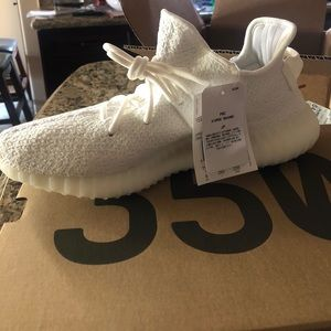 YEEZY BOOST 350 V2 Triple White TAKING OFFERS!!